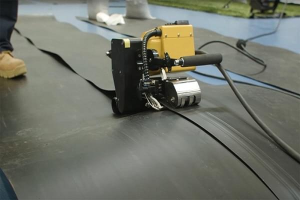Máy hàn nóng màng chống thấm HDPE