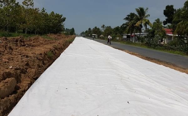 Dải phân cách đường phủ vải địa kỹ thuật không dệt