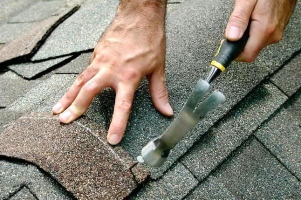 Quy trình thi công mái ngói bitum cho homestay và bungalow khá đơn giản
